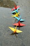 Γερανοί εγγράφου Origami στο νερό Στοκ Εικόνες