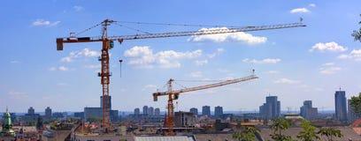 γερανοί κατασκευής πόλ&epsil Στοκ Φωτογραφία