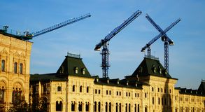 Γερανοί πύργων, γερανοί κατασκευής στην πόλη της Μόσχας Στοκ Εικόνες