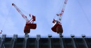 Γερανοί στην κατώτερη κατασκευή στον ευρύ πυροβολισμό του Τόκιο απόθεμα βίντεο
