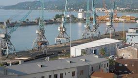 Γερανοί στο λιμάνι Batumi Άποψη από το σχοινί καλωδίων, Γεωργία απόθεμα βίντεο