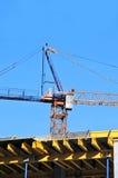 Γερανός και εργοτάξιο οικοδομής Στοκ Εικόνες