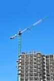 Γερανός και εργοτάξιο οικοδομής Στοκ εικόνες με δικαίωμα ελεύθερης χρήσης