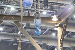 γερανός και πίνακας ελέγχου για το αντικείμενο ανελκυστήρων στοκ φωτογραφία με δικαίωμα ελεύθερης χρήσης