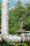 Γερανός και σωλήνες στροφίγγων ελέγχου Στρογγυλή κινηματογράφηση σε πρώτο πλάνο βαλβίδων παροχής νερού λαβών Βιομηχανικό σύστημα  Στοκ εικόνα με δικαίωμα ελεύθερης χρήσης