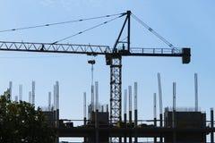Γερανός κατασκευής σε ένα εργοτάξιο οικοδομής Στοκ Εικόνες