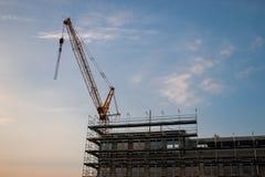 Γερανός κατασκευής στο εργοτάξιο στοκ φωτογραφία με δικαίωμα ελεύθερης χρήσης
