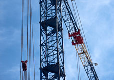 Γερανός κατασκευής στο εργοτάξιο Στοκ εικόνες με δικαίωμα ελεύθερης χρήσης