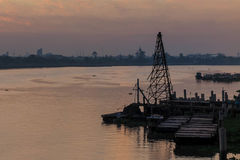 Γερανός κοντά στον ποταμό της Μπανγκόκ Ταϊλάνδη στοκ εικόνες