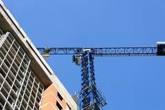 γερανός οικοδόμησης κτη&r Στοκ Φωτογραφίες