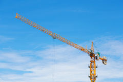 Γερανός οικοδόμησης της βιομηχανίας κτηρίου Στοκ φωτογραφία με δικαίωμα ελεύθερης χρήσης