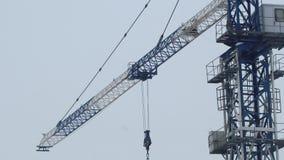 Γερανός πύργων στην εργασία φιλμ μικρού μήκους