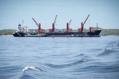 Γερανός πύργων στη βάρκα Στοκ εικόνα με δικαίωμα ελεύθερης χρήσης