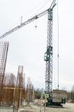 Γερανός σε ένα εργοτάξιο οικοδομής Στοκ Εικόνες