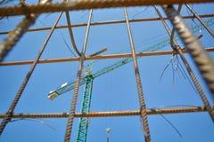 Γερανός στο εργοτάξιο οικοδομής Στοκ Φωτογραφίες