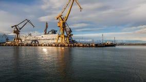 Γερανός στο λιμάνι απόθεμα βίντεο