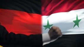 Γερμανία εναντίον της αντιμετώπισης της Συρίας, διαφωνία χωρών, πυγμές στο υπόβαθρο σημαιών απόθεμα βίντεο