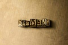 ΓΕΡΜΑΝΙΑ - κινηματογράφηση σε πρώτο πλάνο της βρώμικης στοιχειοθετημένης τρύγος λέξης στο σκηνικό μετάλλων Στοκ Φωτογραφία