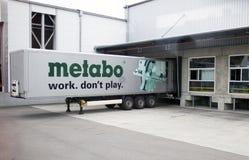 ΓΕΡΜΑΝΙΑ - 30 Μαΐου 2012: Το φορτηγό φορτίου ξεφορτώνει στις εγκαταστάσεις Metabo Στοκ φωτογραφίες με δικαίωμα ελεύθερης χρήσης