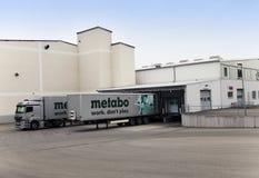 ΓΕΡΜΑΝΙΑ - 30 Μαΐου 2012: Το φορτηγό φορτίου ξεφορτώνει στις εγκαταστάσεις Metabo Στοκ φωτογραφία με δικαίωμα ελεύθερης χρήσης