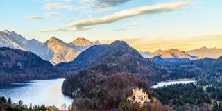 γερμανικά βουνά hohenschwangau της Γερμανίας κάστρων της Βαυαρίας ανασκόπησης ορών Στοκ φωτογραφία με δικαίωμα ελεύθερης χρήσης