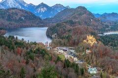 γερμανικά βουνά hohenschwangau της Γερμανίας κάστρων της Βαυαρίας ανασκόπησης ορών Στοκ εικόνα με δικαίωμα ελεύθερης χρήσης