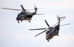 Γερμανικά στρατιωτικά ελικόπτερα μεταφορών, NH 90 και CH 53 στοκ εικόνες