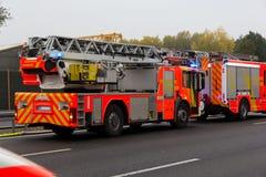 Γερμανικές πυροσβεστικές στάσεις φορτηγών στον αυτοκινητόδρομο Στοκ Εικόνες
