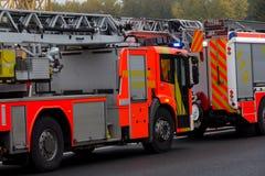 Γερμανικές πυροσβεστικές στάσεις φορτηγών στον αυτοκινητόδρομο Στοκ φωτογραφία με δικαίωμα ελεύθερης χρήσης