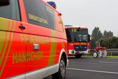Γερμανικές πυροσβεστικές στάσεις φορτηγών στον αυτοκινητόδρομο Στοκ Εικόνα