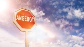 Γερμανική προσφορά Angebot στο κόκκινο σημάδι οδικών στάσεων κυκλοφορίας Στοκ φωτογραφία με δικαίωμα ελεύθερης χρήσης