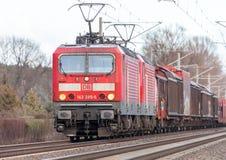 γερμανική ράγα, κατηγορία 143 DB Deutsche Bahn τραίνο με τα αγαθά Στοκ φωτογραφίες με δικαίωμα ελεύθερης χρήσης