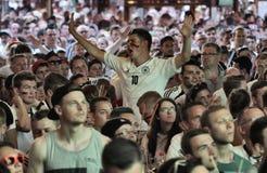 Γερμανικοί υποστηρικτές που ενθαρρύνουν την επιλογή τους κατά τη διάρκεια του Παγκόσμιου Κυπέλλου του 2016 Στοκ φωτογραφίες με δικαίωμα ελεύθερης χρήσης