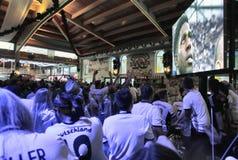 Γερμανικοί υποστηρικτές που ενθαρρύνουν την επιλογή τους κατά τη διάρκεια του Παγκόσμιου Κυπέλλου του 2016 Στοκ Φωτογραφίες