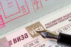 Γερμανικό διαβατήριο με τη θεώρηση στη Ρωσική Ομοσπονδία στοκ φωτογραφίες με δικαίωμα ελεύθερης χρήσης