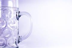 Γερμανικό εμπορευματοκιβώτιο μπύρας Masskrug κούπα γυαλιού Oktoberfest δύο λίτρου Στοκ φωτογραφία με δικαίωμα ελεύθερης χρήσης