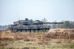 Γερμανικό κύριο Leopard 2 δεξαμενών μάχης 6 κινήσεις άνω γερμανικό mil Στοκ εικόνες με δικαίωμα ελεύθερης χρήσης
