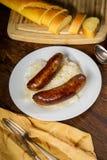 Γερμανικό Bratwurst Sauerkraut στοκ φωτογραφία