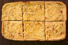 Γερμανικό Zwiebelkuchen (κέικ κρεμμυδιών) Στοκ Εικόνα