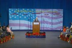 Γερουσιαστής John Kerry στην εξέδρα σημαντικής πολιτικής διεύθυνσης στην οικονομία, λόφοι CSU- Dominguez, Λος Άντζελες, ασβέστιο Στοκ Φωτογραφία