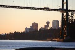 γεφυρώστε τα πρώτα ελαφρ&i Στοκ Εικόνες