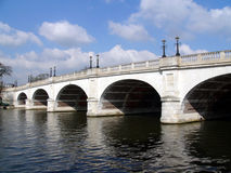 γεφυρώστε το εγκαταλ&epsilo στοκ φωτογραφία