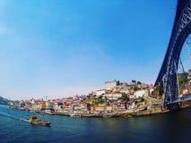 γεφυρώστε το douro κατασκευής πόλεων πέρα από τον ποταμό του Πόρτο Πορτογαλία μερών Στοκ Εικόνες