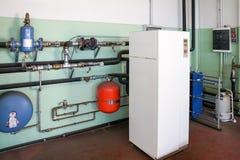 Γεωθερμική αντλία θερμότητας για τη θέρμανση στο δωμάτιο λεβήτων στοκ φωτογραφίες με δικαίωμα ελεύθερης χρήσης