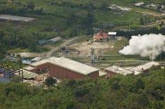 Γεωθερμικός σταθμός παραγωγής ηλεκτρικού ρεύματος. Sumatra, Ινδονησία Στοκ φωτογραφία με δικαίωμα ελεύθερης χρήσης