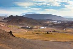 Τοπίο με το γεωθερμικό σταθμό παραγωγής ηλεκτρικού ρεύματος στην Ισλανδία Στοκ εικόνες με δικαίωμα ελεύθερης χρήσης