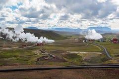 Γεωθερμικός σταθμός παραγωγής ηλεκτρικού ρεύματος Krafla, βροχερή ημέρα, βόρεια Ισλανδία Στοκ Φωτογραφία
