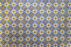 Γεωμετρικά κεραμίδια μωσαϊκών σε έναν τοίχο ως υπόβαθρο Στοκ Εικόνες