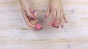 Γεωμετρικές μορφές plasticine φορμών χεριών απόθεμα βίντεο