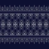 Γεωμετρικό εθνικό σχέδιο σε σκούρο μπλε στοκ φωτογραφία με δικαίωμα ελεύθερης χρήσης
